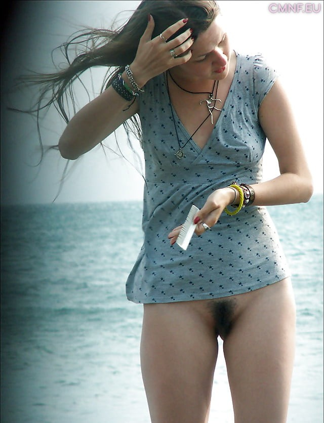 Bottomless girls, no panties on the beach